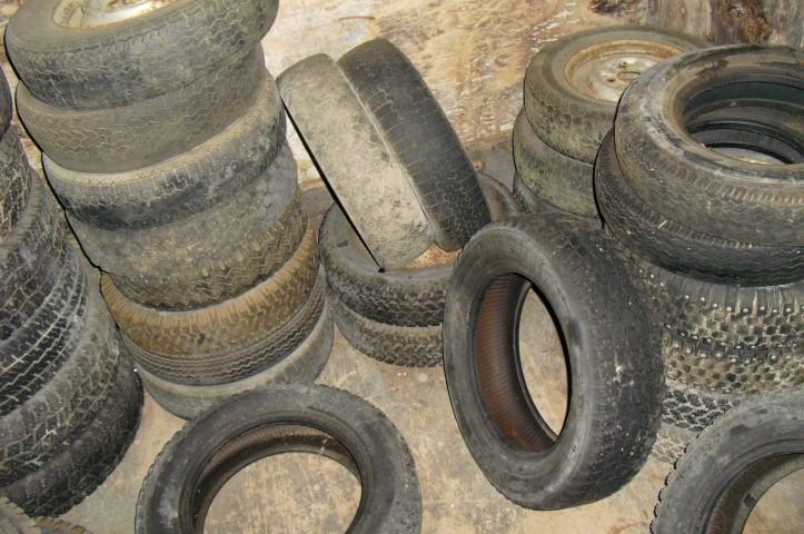 12 tuuman renkaita ilman vanteita ja vanteilla, myydään asiakkaan lukuun