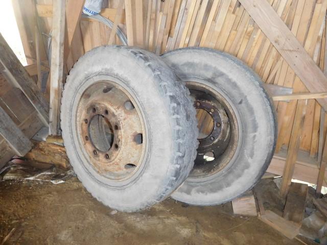 Kuorma-auton renkaita 4 kpl koot 9×20,10×20 ja 10R22.5, myydään asiakkaan lukuun