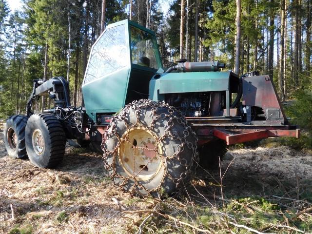 Metsäharvesteri Valmet, myydään asiakkaan lukuun