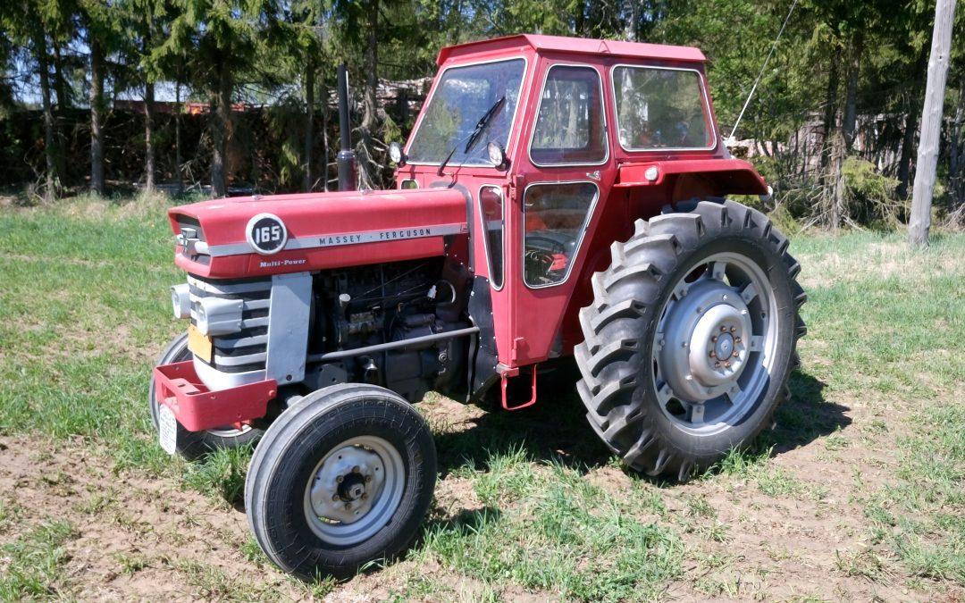 OSTETAAN Massey Ferguson 165 traktoreita