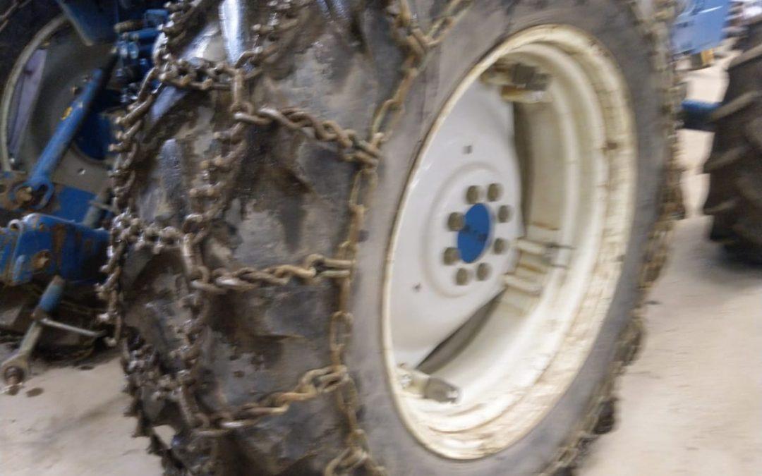 Traktorin piikkiketjut 16.9R34 – OVAKO – Hyväkuntoiset