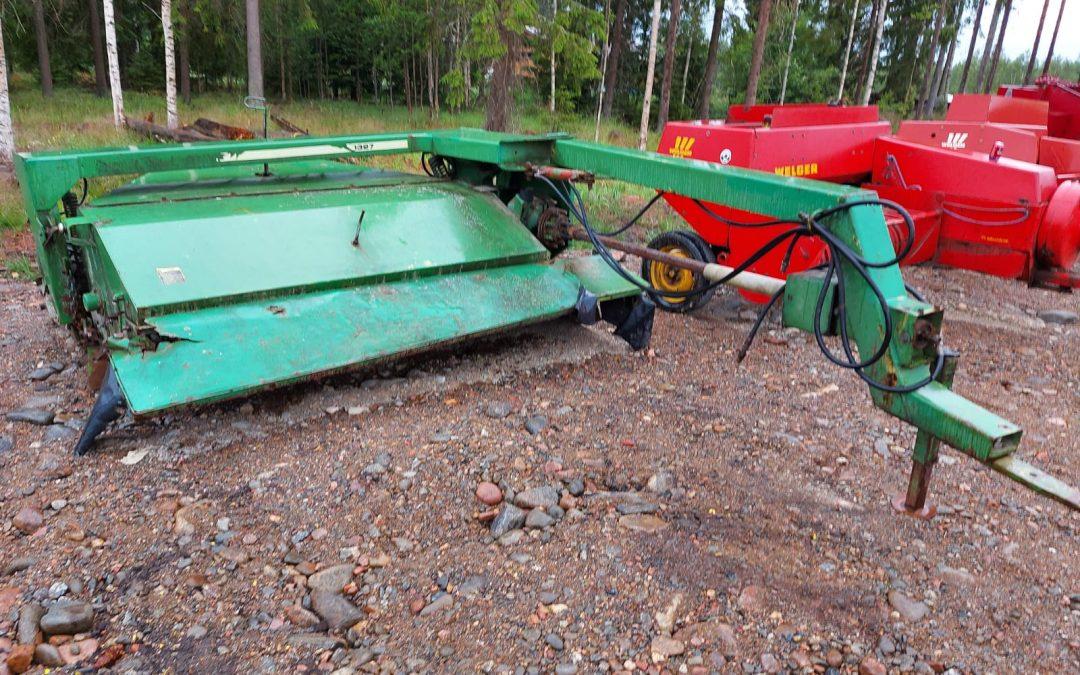 John Deere 327 niittomurskain – kunnostettavaksi tai varaosiksi