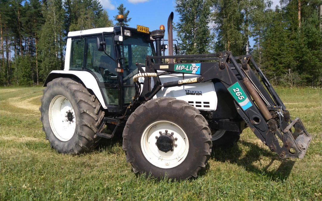 Traktori Valmet 8400 – MP-Lift 265 etukuormaajalla – VIDEO