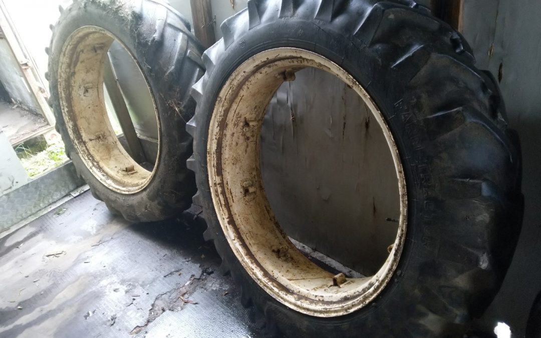 Traktorin renkaat 12.4/11×36, 8-pulttisilla vannekehillä