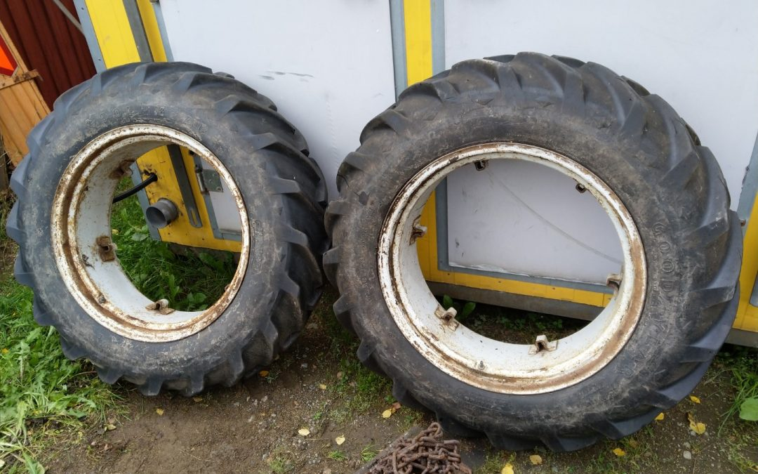 Traktorin renkaat 12.4×28 – Ford 2000 sopivat vannekehät