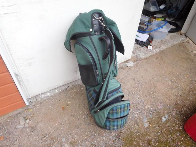Golfbägi Parrot, myydään asiakkaan lukuun