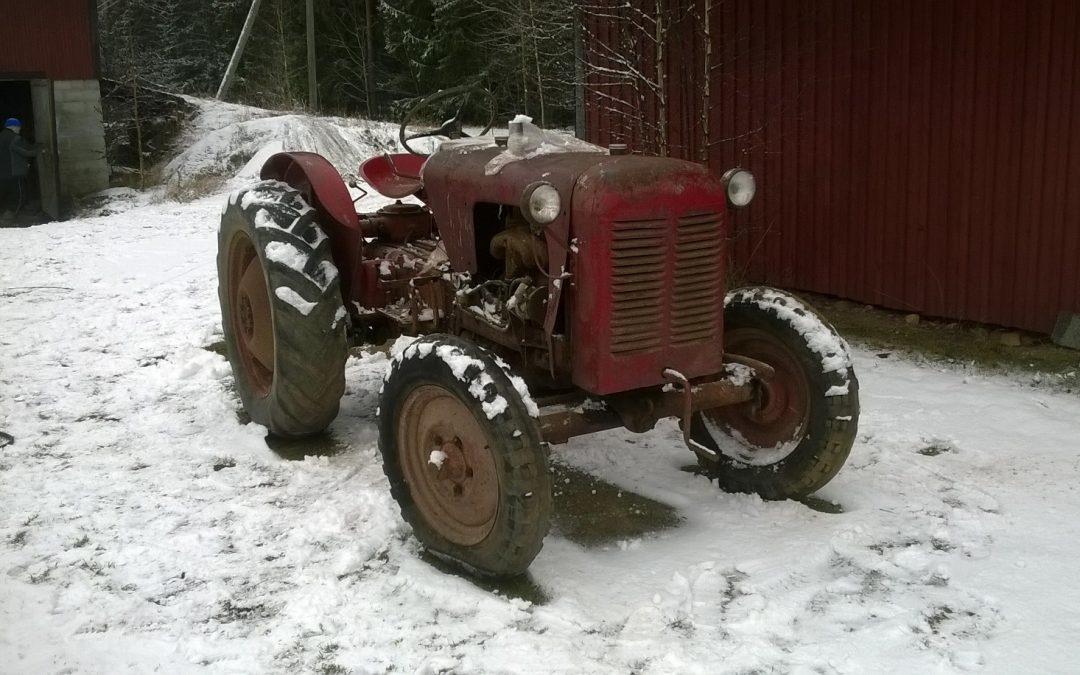 Takra traktorin osia ja kirjallisuutta ostetaan