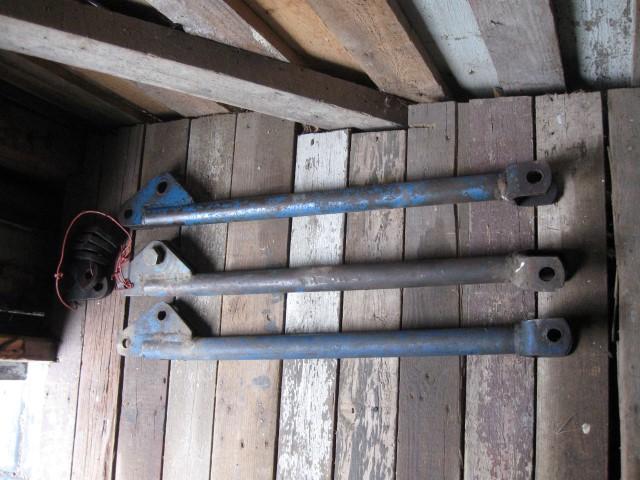 Etukuormaajan tukivarret Vilskeen etukuormaajaan, myydään asiakkaan lukuun