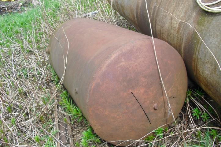 Säiliö teräksinen pyöreä pituus 170cm, myydään asiakkaan lukuun